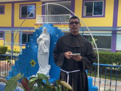 DÍA 3 SEMANA MARIANA: LA MADRE, UN REGALO DE DIOS